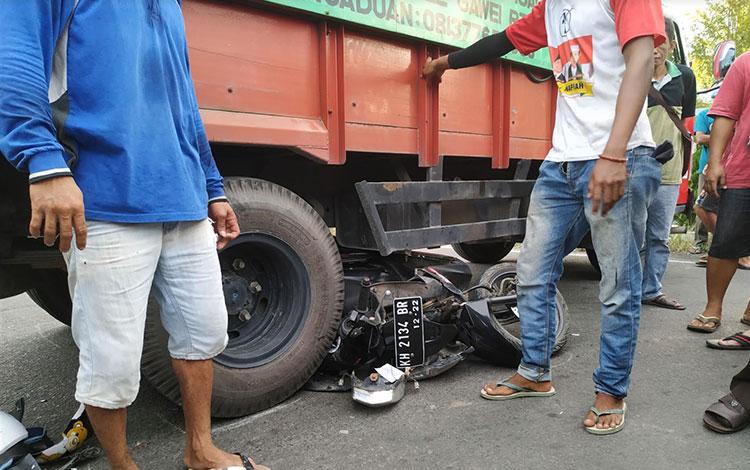 Kondisi motor yang terlindas truk di Pulang Pisau.