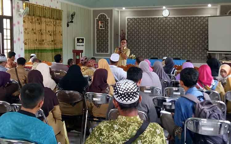 Sosialisasi MoU BOS Madrasah di Aula Kantor Kemenag Kapuas, Senin (4/3/2019).
