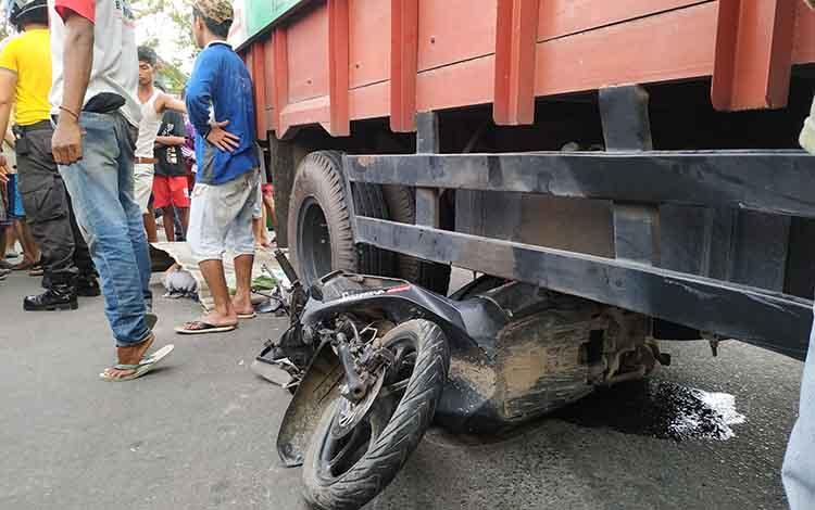 Kecelakaan maut di dekan simpang taman kota Pulang Pisau,  Senin (4/3/2019)