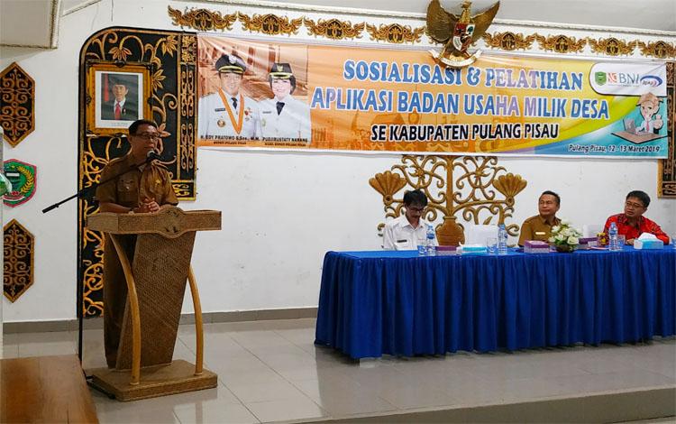 Plt Sekda Pulang Pisau, Saripudin membuka sosialisasi dan pelatihan BUMDes, Selasa (12/3/2019)
