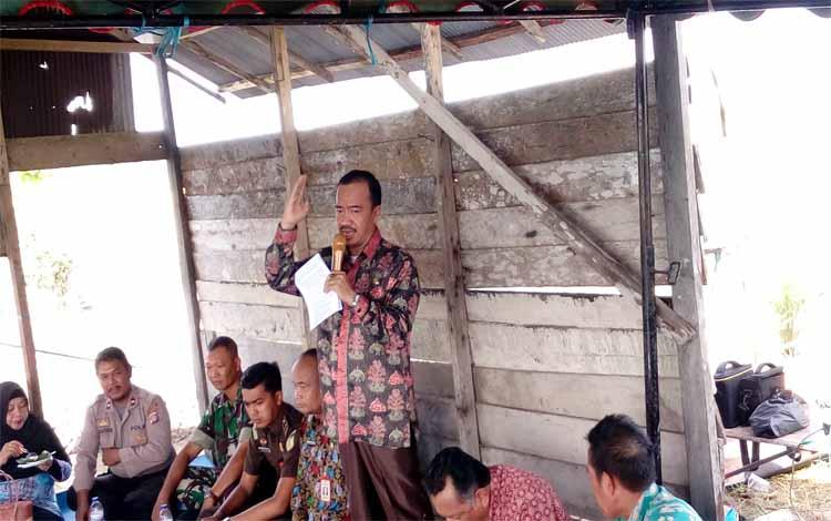 Bupati Seruyan, Yulhaidir menyampaikan imbauan di hadapan warga Desa Kartika Bakti