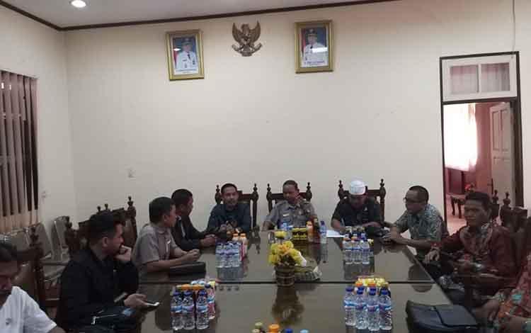 Pertemuan Tim Pansus LKPj DPRD Kapuas dengan DPRD Tabalong, Senin (25/3/2019).