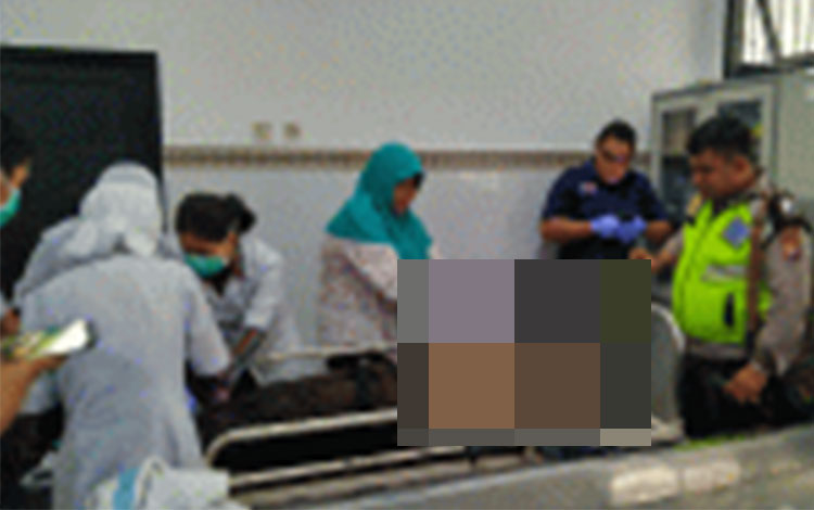 Tim Dokter Forensik melakukan visum terhadap jenazah yang merupakan anak SMK di Palangka Raya.