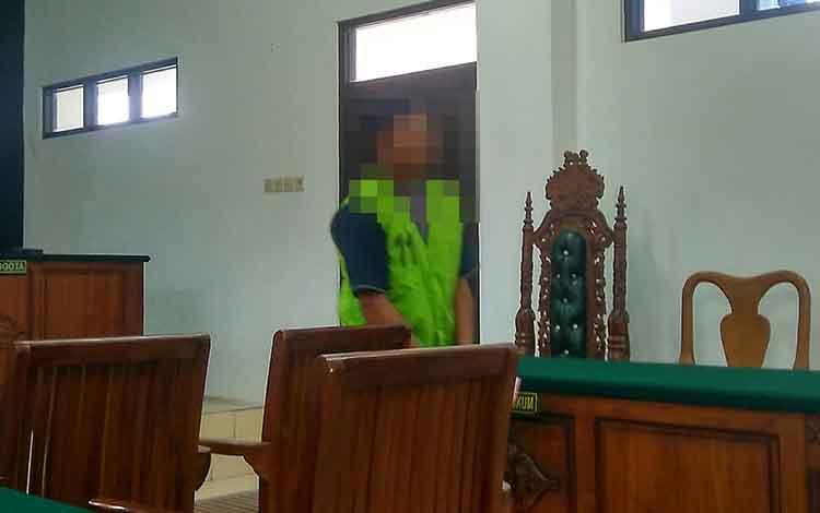 Noval sesaat setelah jalani persidangan di Pengadilan Negeri Palangka Raya.