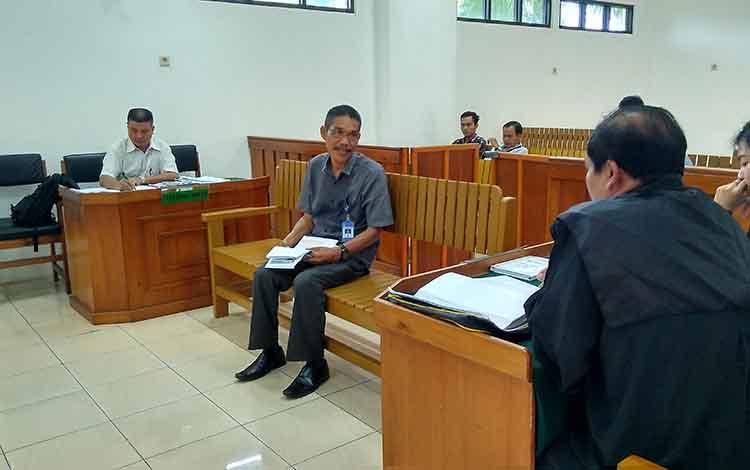 Ahli bahasa, Elisten Palurian Sigiro dihadirkan dalam persidangan pencemaran nama baik Gubernur Kalimantan Tengah.
