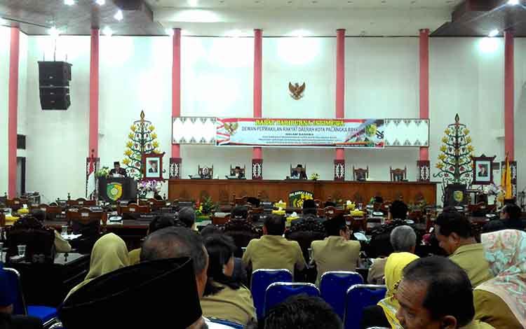Rapat paripurna DPRD Palangka Raya, Senin (1/4/2019).