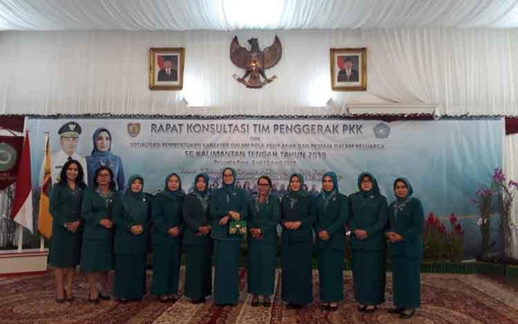 Rapat Konsultasi TP PKK Kalteng di Istana Isen Mulang, Palangka Raya, Selasa (9/4/2019)