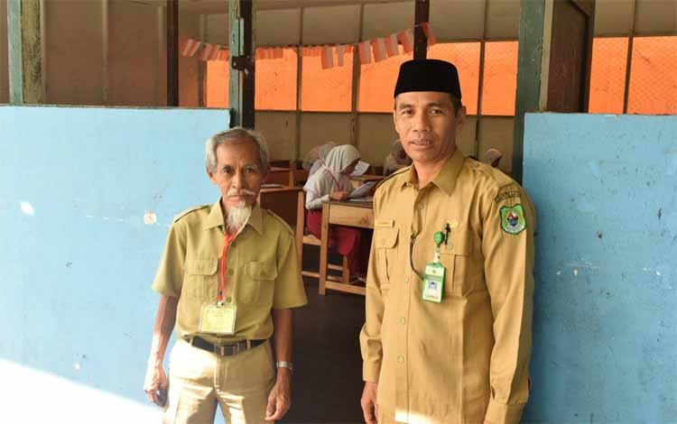 Kasi Pendidikan Madrasah Kemenag Kapuas, Sajarwan memantau jalannya pelaksanaan USBN, Selasa (9/4/2019)