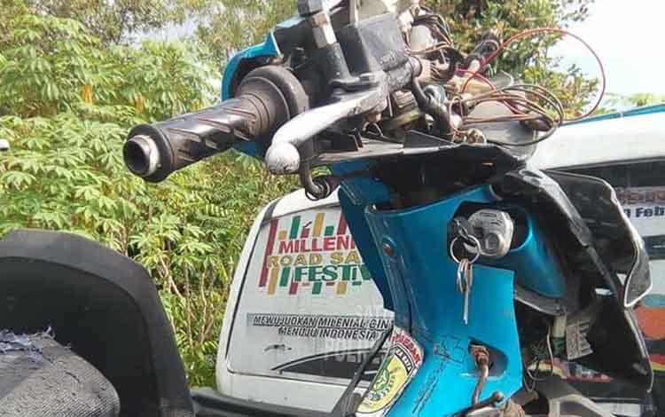 Salah satu kendaraan yang terlibat kecelakaan lalu lintas diamankan sebagai barang bukti.