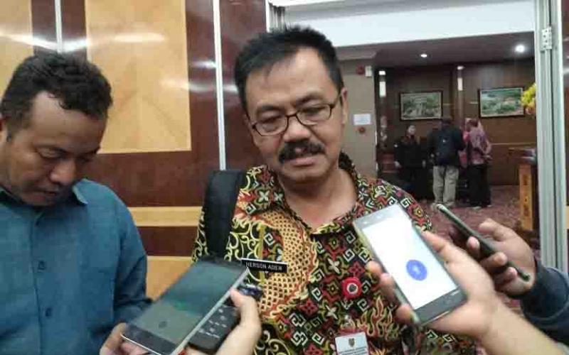 Kepala Dinas Kominfo Kalteng, Herson B Aden memberikan keterangan kepada wartawan, Jumat (19/4/2019).
