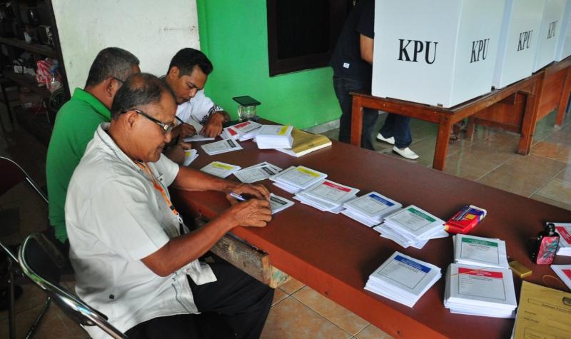 Proses pemungutan suara di salah satu TPS di Kota Palangka Raya pada Rabu (17/4/2019).