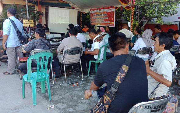 Perhitungan suara di tingkat PPK Kecamatan MB Ketapang, Kotim, Minggu (21/4/2019).