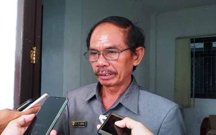 Ketua DPRD Gunung Mas, Gumer.