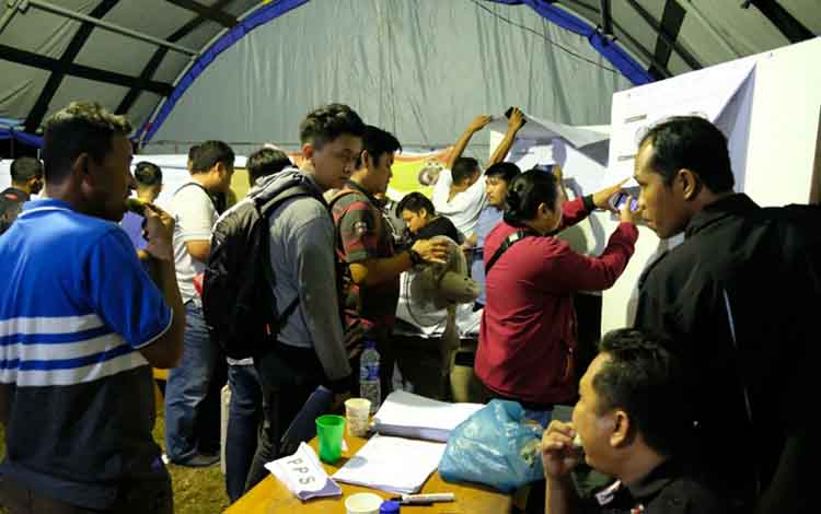Proses rekapitulasi di tingkat PPK di Kota Palangka Raya sampai larut malam
