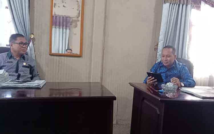 Anggota Komisi I DPRD Kotim, Syahbama (kanan) dan Awai F Matalli.