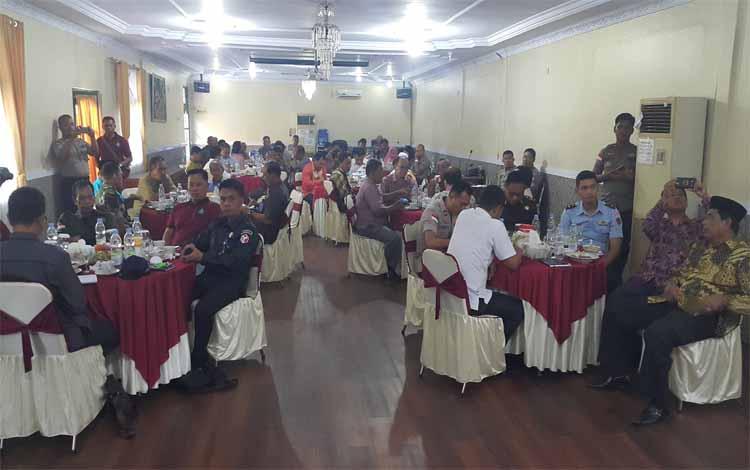 Polres Kobar menggelar deklarasi sepakat dan menunggu keputusan dari KPU untuk ciptakan situasi kondusif dan aman