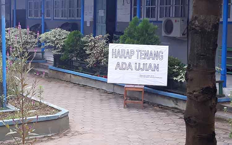 Suasana saat pelaksanaan UNBK di salah satu sekolah yang ada di Kabupaten Kapuas, baru-baru ini.