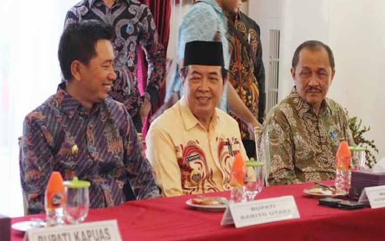 Bupati Barito Utara, Nadalsyah menghadiri RUPS PT Bank Kalteng di Istana Isen Mulang, Palangka Raya