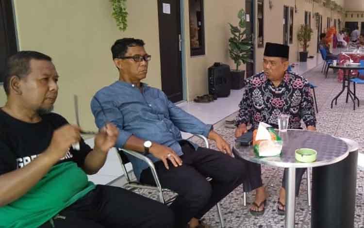 Plt Sekda Pulang Pisau, Saripudin saat meninjau pemondokan kafilah STQ Pulang Pisau di Palangka Raya.