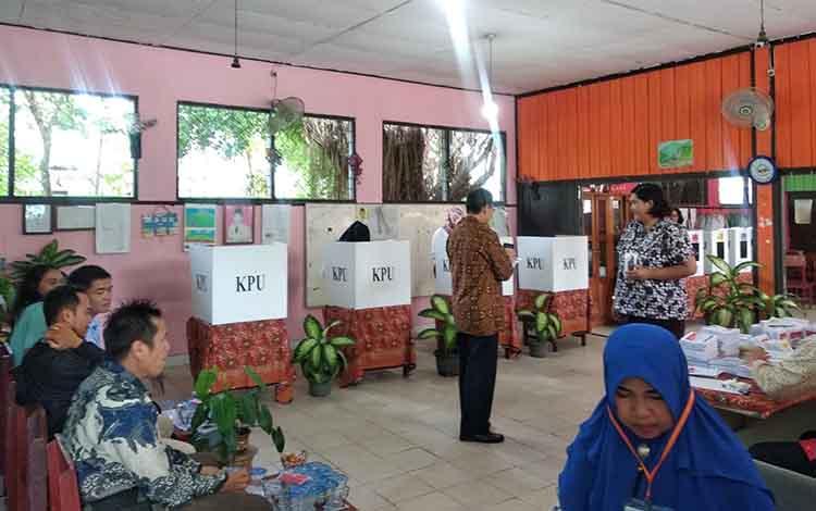 Penyelenggaraan pemilu calon legislatif dan calon presiden serta wakil presiden pada 17 April 2019 lalu.