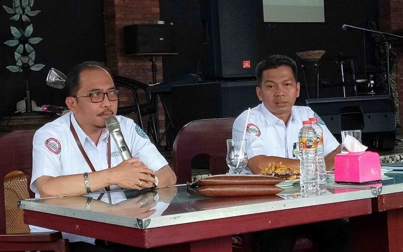 Kepala BPJS Cabang Palangka Raya, Muhammad Masrur Ridwan (kiri) menyampaikan ke wartawan dalam media gathering pada Senin, 29 April 2019.