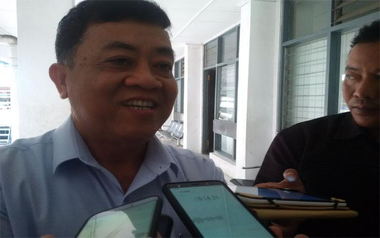 Wakil Ketua Bidang Organisasi KONI Kalteng, Muhammad Rasidi memberikan keterangan kepada wartawan, Senin, 29 April 2019