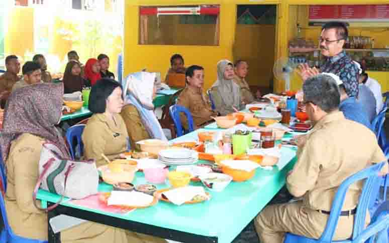 Silaturahmi Kepala Dinas Kominfo Kalteng, Herson B Aden di Barito Utara, Selasa (30/4/2019).
