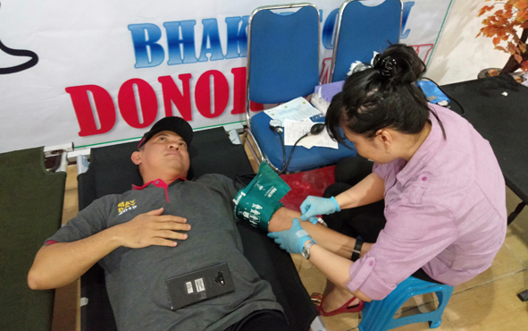 Sekda Kalteng Fakhrizal Fitri donor darah, Rabu, 1 Mei 2019.