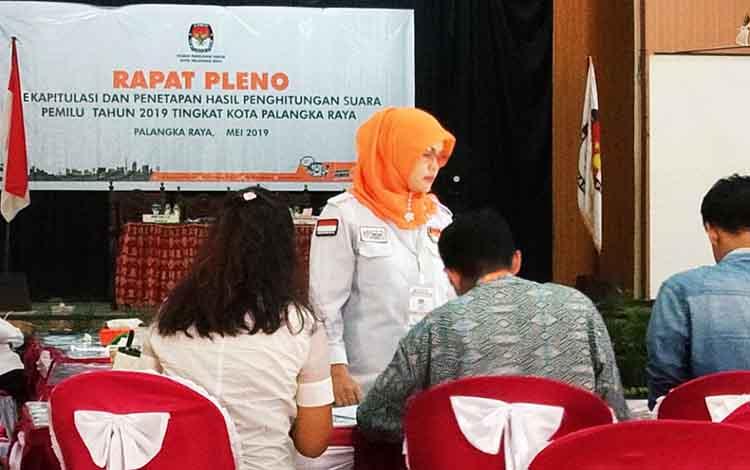 Proses Rekapitulasi Suara di Aula Disbudpar Palangka Raya, Kamis 2 Mei 2019
