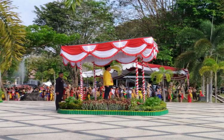 Gubernur Kalteng Sugianto Sabran memimpin upacara peringatan Hari Otonomi Daerah yang ke-23, Hari Pendidikan Nasional dan Hari Kebangkitan Nasional Tingkat Provinsi Kalimantan Tengah, Kamis, 1 Mei 2019