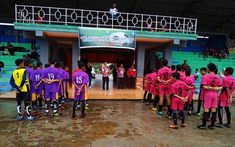 Suasana saat pembukaan seleksi Gala Siswa Indonesia di Stadion Panunjung Tarung Kuala Kapuas pada Kamis, 2 Mei 2019.