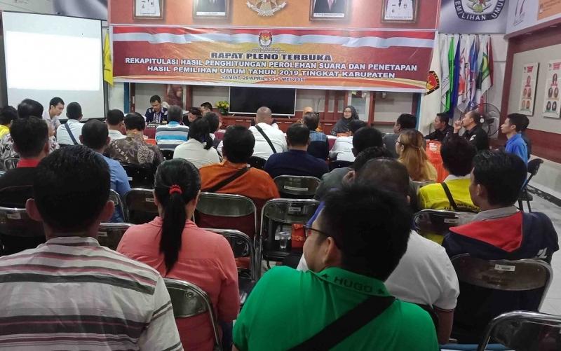 Rapat pleno rekapitulasi suara tingkat KPU Kabupaten Kotawaringin Timur, Jumat, 3 Mei 2019.