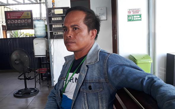 Juhan, 38, melaporkan anak kandungnya, Son, 19, ke polisi agar dipenjara.