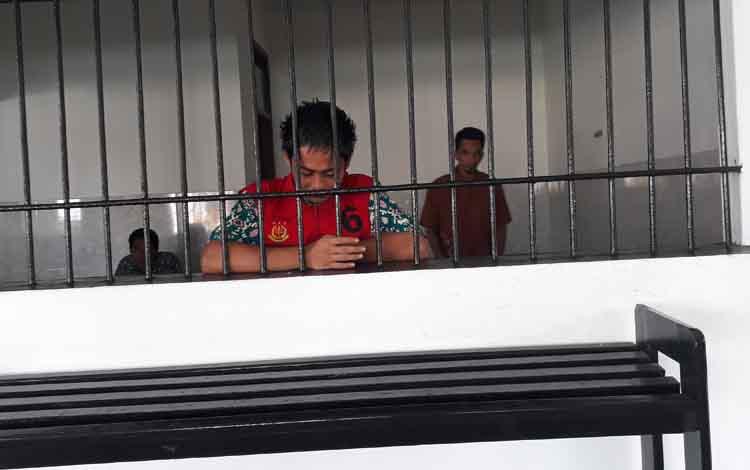 Terdakwa Son (19), saat berada di ruang tahnanan Pengadilan Negeri Pangkalan Bun