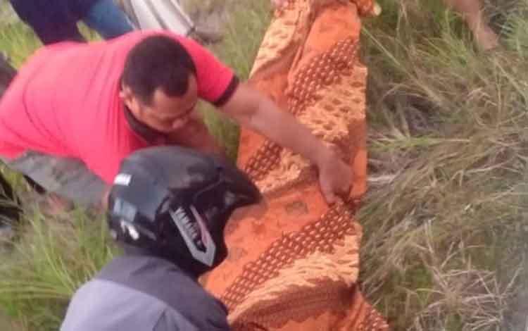 Korban meninggal akibat perkelahian di lokasi tambang emas ilegal saat hendak dibawa ke RSUD Mas Amsyar Kasongan