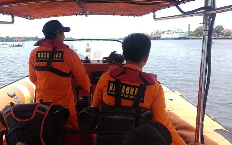 Personel Basarnas Pos Sampit dalam perjalanan menuju TKP