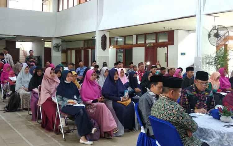 Peserta lomba Pekan Tilawatil Quran di lobi RRI Palangka Raya, Jumat, 10 Mei 2019.