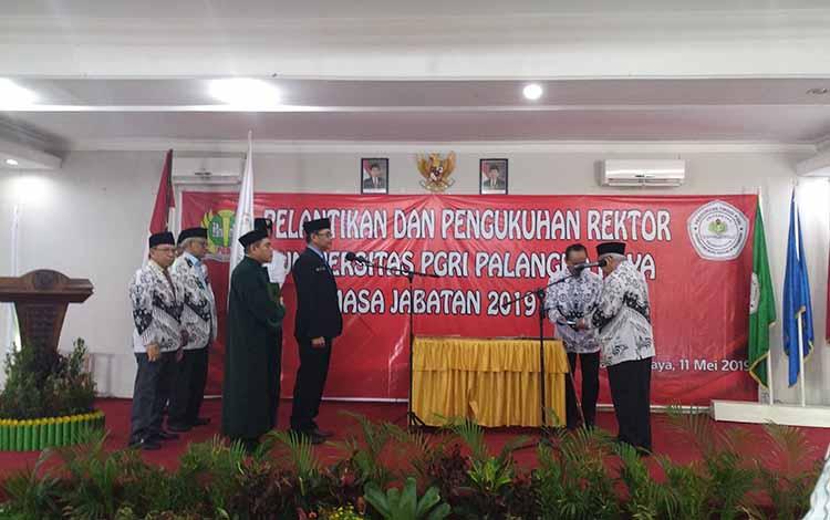 Pengukuhan Rektor Universitas PGRI Palangka Raya yang dijabat oleh Ana Suheri, Sabtu 11 Mei 2019.