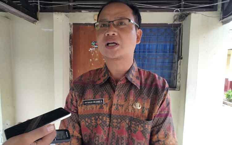 Wakasek Urusan Kurikulum, SMAN 2 Palangka Raya, Nyoman Arjana Arya.