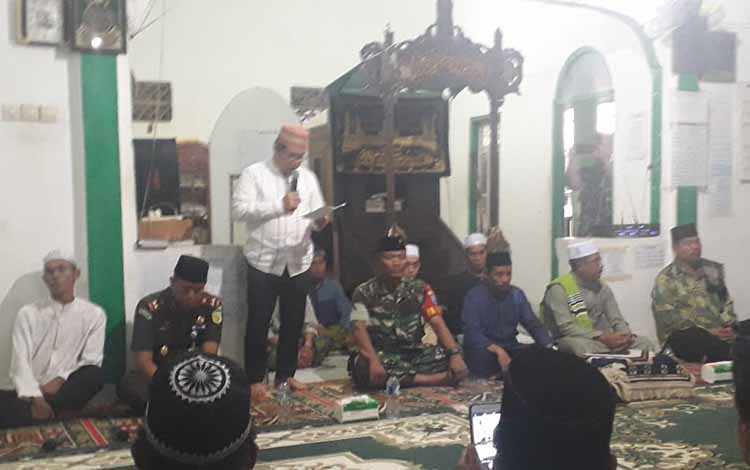 Bupati Ampera AY Mebas Safari Ramadan 1440 H di Masjid Nurul Yaqin Desa Tumpu Ulung Kecamatan Pematang Karau Kabupaten Bartim, Senin, 13 Mei 2019.