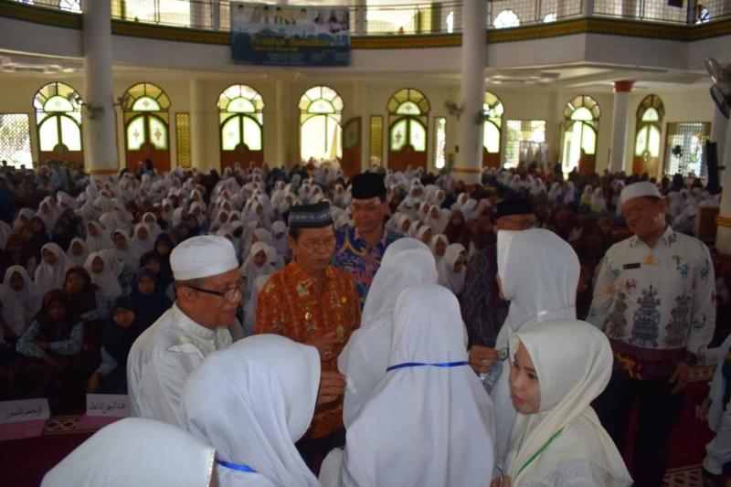 Suasana saat dimulainya Pesantren Ramadan yang dibuka oleh Wakil Bupati Kapuas Nafiah Ibnor di Masjid Al Mukarram Amanah pada Kamis, 16 Mei 2019.
