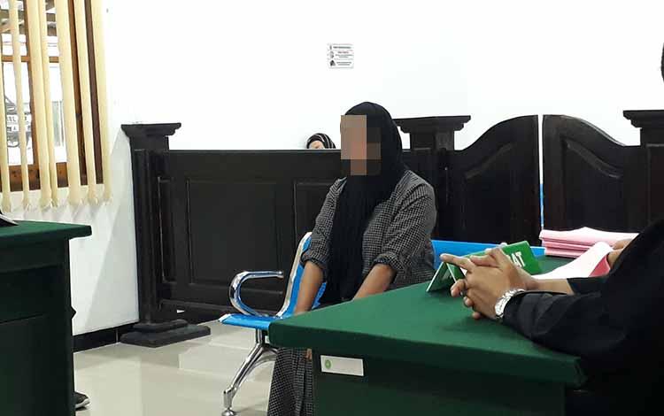 Terdakwa Saf saat menjalani sidang di Pengadilan Negeri Pangkalan Bun, Kamis, 16 Mei 2019.