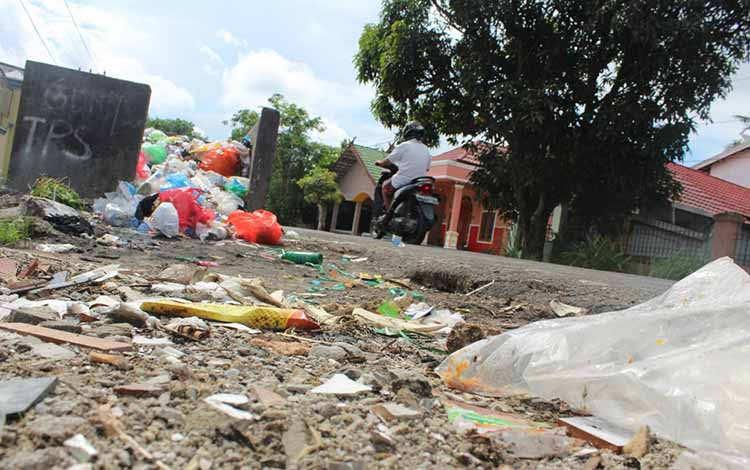 Sampah di tempat penampungan sementara, Jalan Pangeran Samudra, Kota Palangka Raya.
