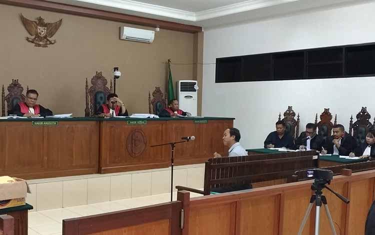 Suasana sidang korupsi mantan Bupati Katingan Ahmad Yantenglie, Kamis, 16 Mei 2019.