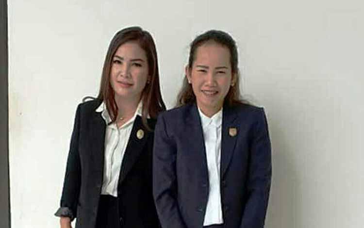 Anggota DPRD Kabupaten Gunung Mas Nomi Aprilia (kanan) dan Elvi Esie.