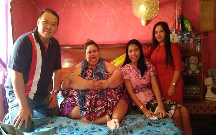 Titi Wati bersama tim dokter RSUD Doris Sylvanus Palangka Raya