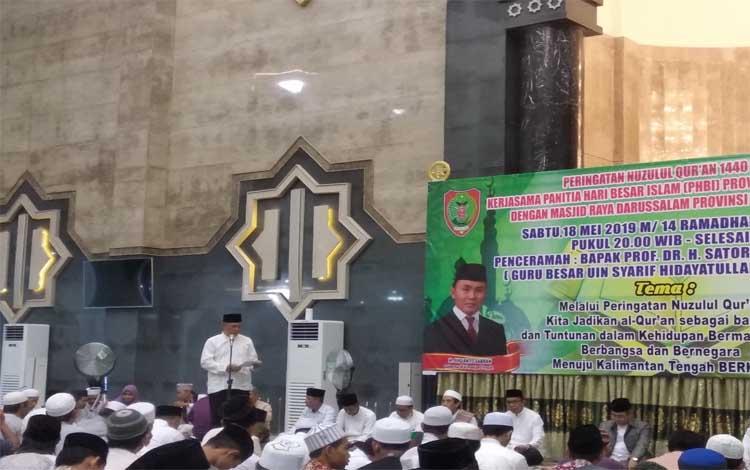Sekda Kalimantan Tengah, Fahrizal Fitri menyampaiakan sambutan sekaligus membuka peringatan Nuzulul Quran, Sabtu, 18 Mei 2109