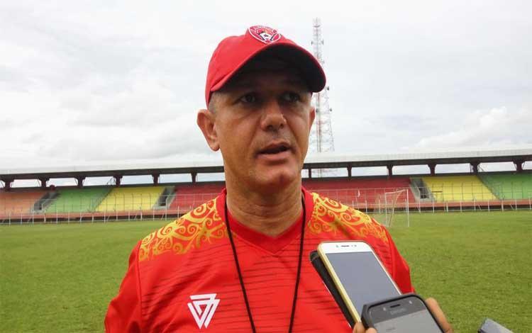 Pelatih Kalteng Putra Gomes De Oliveira