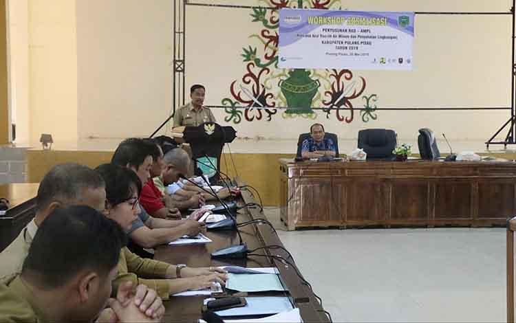 Asisten III Setda Pulang Pisau,  Eknamensi Tawun saat membuka Sosialisasi RAD-AMPL, Senin, 20 Mei 2019.