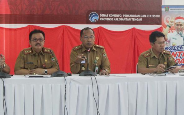 Kepala Dinas Kesehatan Kalimantan Tengah Suyuti Syamsul (tengah) saat memberikan paparan pada kegiatan FGD di Aula Bapeddalitbang Kalteng, Selasa 21 Mei 2019.